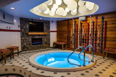 A Chicago Hotel Opens Hot Tub-Themed Bar | Pool & Spa News