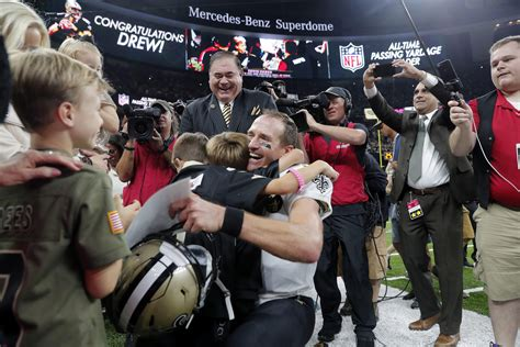 Drew Brees passes Peyton Manning to become NFL's career
